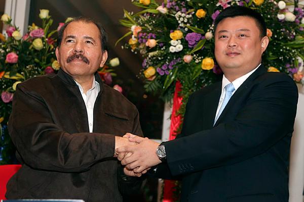 Президент Никарагуа Даниэль Ортега и китайский бизнесмен Ван Цзин